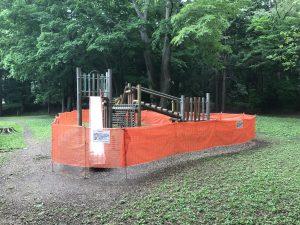 坂下野球場横木製遊具使用禁止